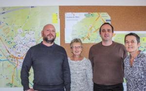De gauche à droite : C. Romian, Chargé de mission Développement Social Local, B. Petermann, agent d'accueil, A. Lalanne, Chargé de Mission Périmètre scolaire, D. Labarbe, chef du pôle Petite Enfance Jeunesse